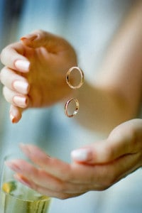 Perché la fede nuziale si mette sul dito anulare?