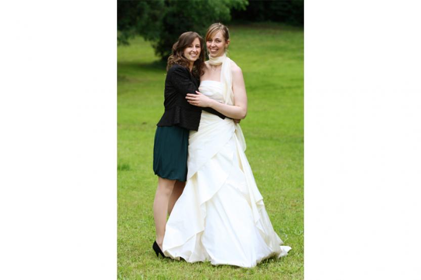 Sara in abito da sposa esclusivo