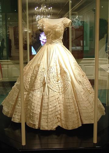 abito nuziale di Jacqueline Kennedy in esposizione
