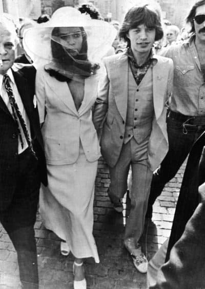Bianca Jagger in abito da sposa di YSL