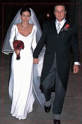 Valentino  i suoi abiti da sposa. Retrospettiva illustrata. 177505e8240