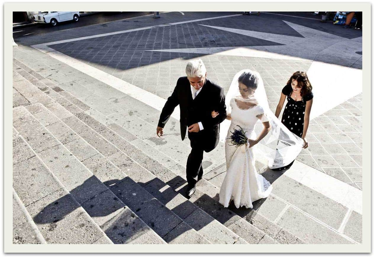 sposa_ scale_chiesa
