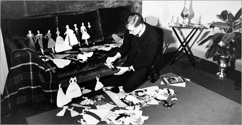 Yves Saint Laurent con i suoi paper dolls