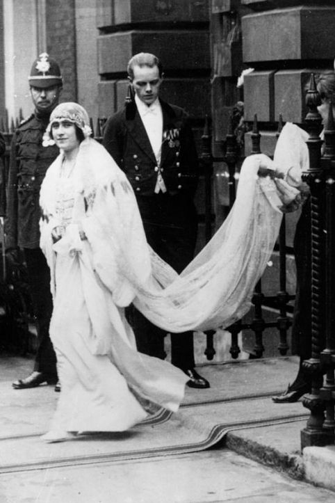 lady-elizabeth bowes-lyon--in-abito-da-sposa-1923